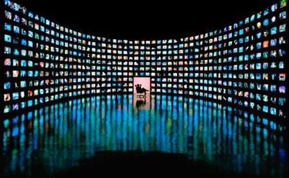 Кожен другий українець вважає, що на телебаченні надто багато реклами